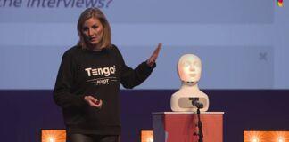 """Elin Öberg Mårtenzon vecht met robot Tengai tegen discriminatie: """"Sollicitatiegesprekken discrimineren en zijn erg complex"""""""